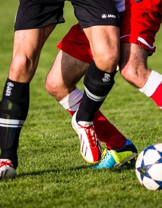 Fodboldaften med vennerne – landsholdstrøje og ansigtsmaling