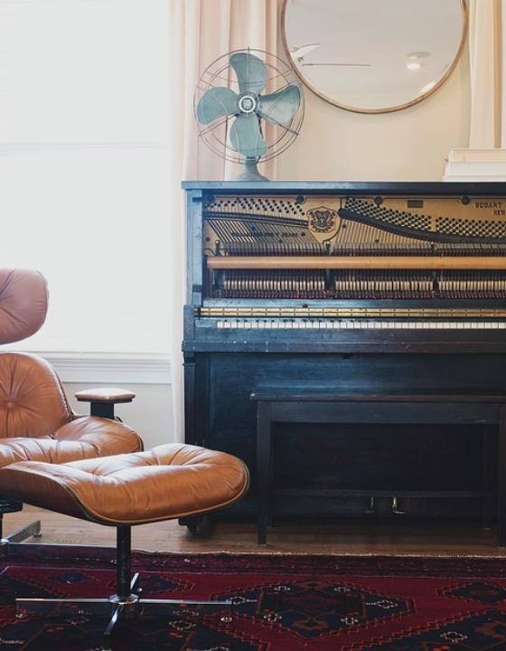 Fem lænestole til manden der fortjener komfort i stuen