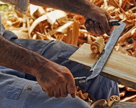 Den maskuline boligindretning; med plankebord og fabriksstemning